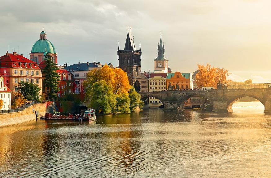 Final da tarde na cidade antiga de Praga