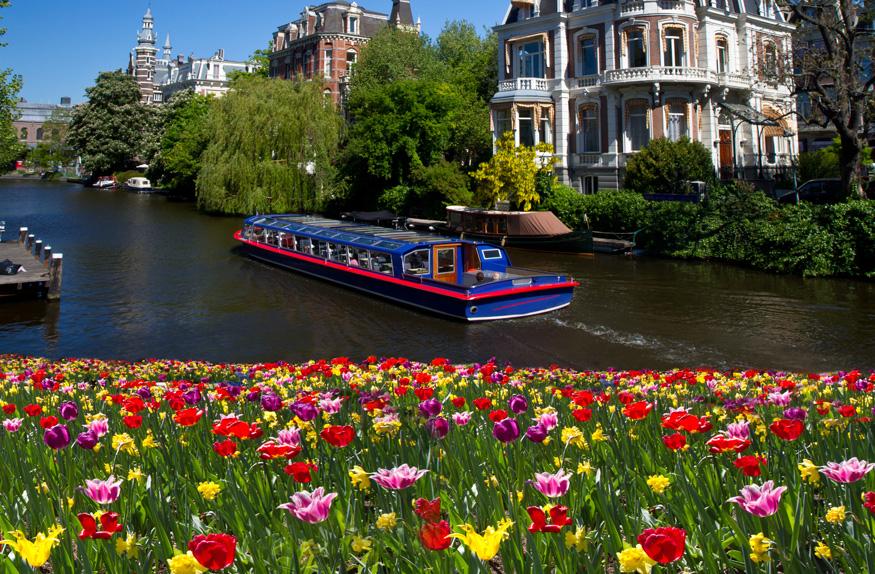 Um dos canais de Amsterdã