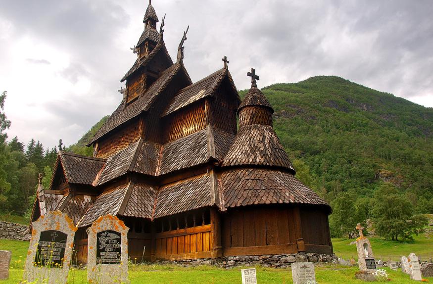 Igreja de madeira típica da Noruega