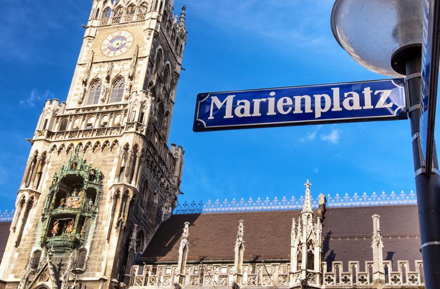 Marienplatz com seus prédios históricos
