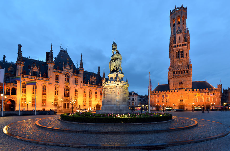 Praça de Bruges com a Torre de Belfort