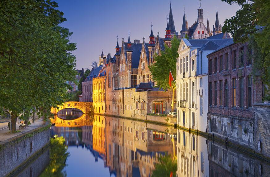 Bruges durante o crepúsculo