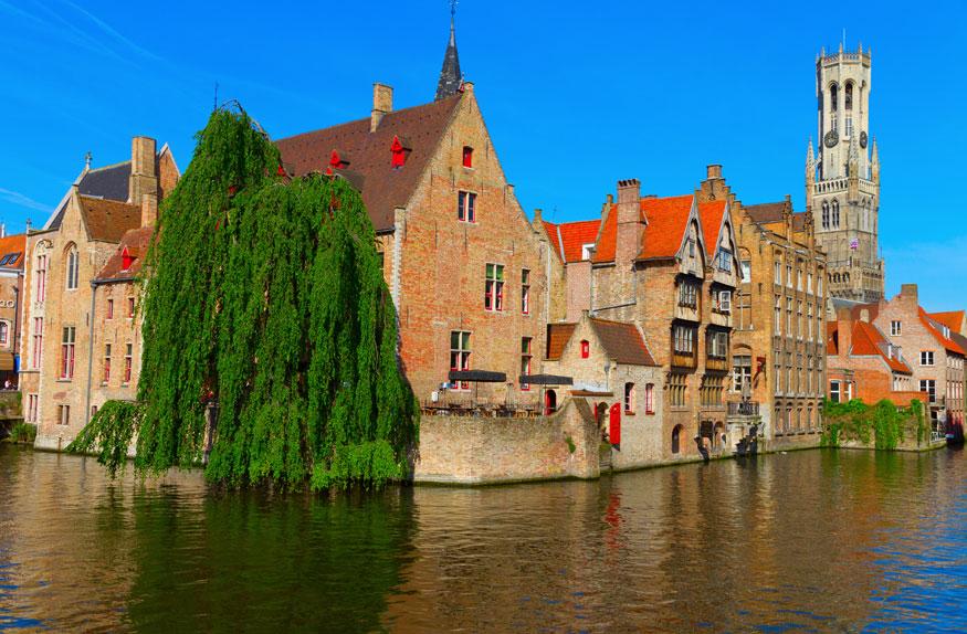 Canal e casas em Bruges